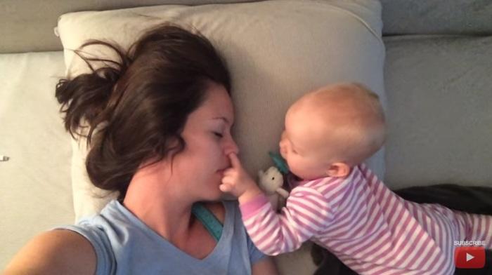 寝ているだけなのになぜか観ちゃう・・・かわいい赤ちゃん動画まとめ[第2弾]の画像2