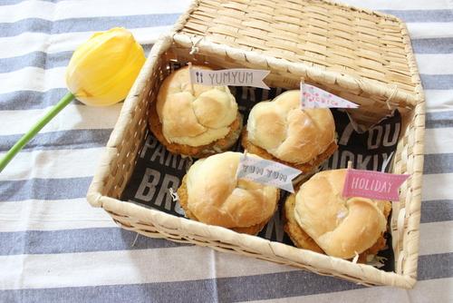 家族が喜んでくれる♡おうちで簡単に作れる「手作りハンバーガー」でピクニックしよう!のタイトル画像