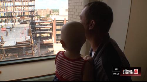 【感動】白血病と闘う2歳の女の子に贈られたサプライズとは?のタイトル画像
