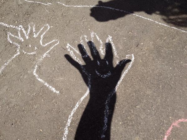 晴れた日にいかが?「チョーク」を使って、子どもとの外遊びが10倍楽しくなる方法の画像3