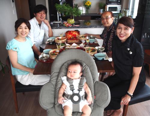 赤ちゃんと一緒に食卓を♡お食い初めにはハイチェアにもなるバウンサーがオススメ!の画像11