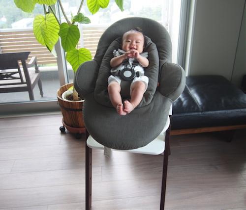 赤ちゃんと一緒に食卓を♡お食い初めにはハイチェアにもなるバウンサーがオススメ!の画像2