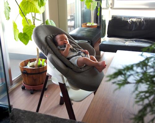 赤ちゃんと一緒に食卓を♡お食い初めにはハイチェアにもなるバウンサーがオススメ!の画像4