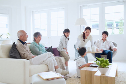 共働き家庭を救う!?じいじ・ばあばと一緒に住む「二世帯住宅」が注目されている理由のタイトル画像