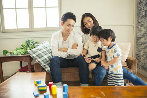 """子どもの""""今""""を両親にも届けられる。「スマホで親孝行」という新しいカタチのタイトル画像"""