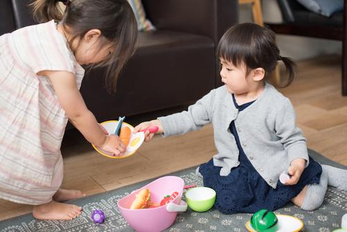 おもちゃ選び、どうしてる?ママたち大絶賛の「本物志向」のおままごとグッズがすごい!のタイトル画像