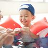 自信いっぱいの笑顔が嬉しい。「子どものできた!」が増える工夫がいっぱいのスイミングスクール。のタイトル画像