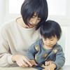 デジタル絵本、赤ちゃんに優しい素材のマフラー…。子育て家庭におすすめの「クラファン」3選!のタイトル画像