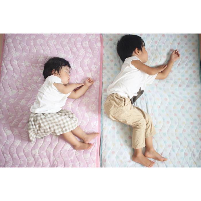 なんで同じポーズで寝てるの!?子どもの「#寝相リンク」が可愛い♡の画像7