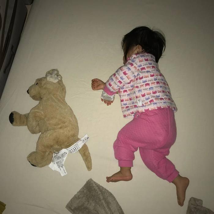 なんで同じポーズで寝てるの!?子どもの「#寝相リンク」が可愛い♡の画像6