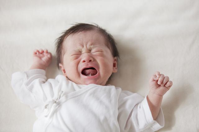 夜泣きはいつから?原因とその対策方法・夜泣き対策グッズも紹介の画像1