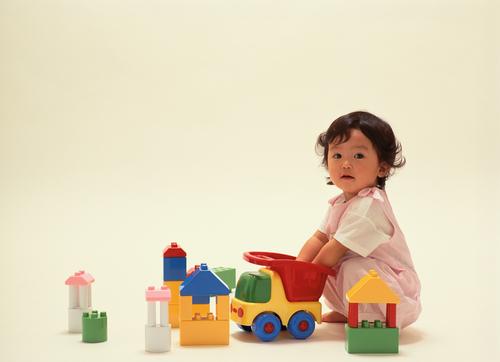 ブロックおもちゃが知育に最適な理由とは?年齢別おすすめブロック9選のタイトル画像