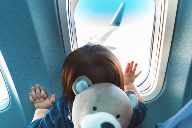 赤ちゃんはいつから飛行機に乗れる?料金や耳抜きなどの対策グッズもの画像4