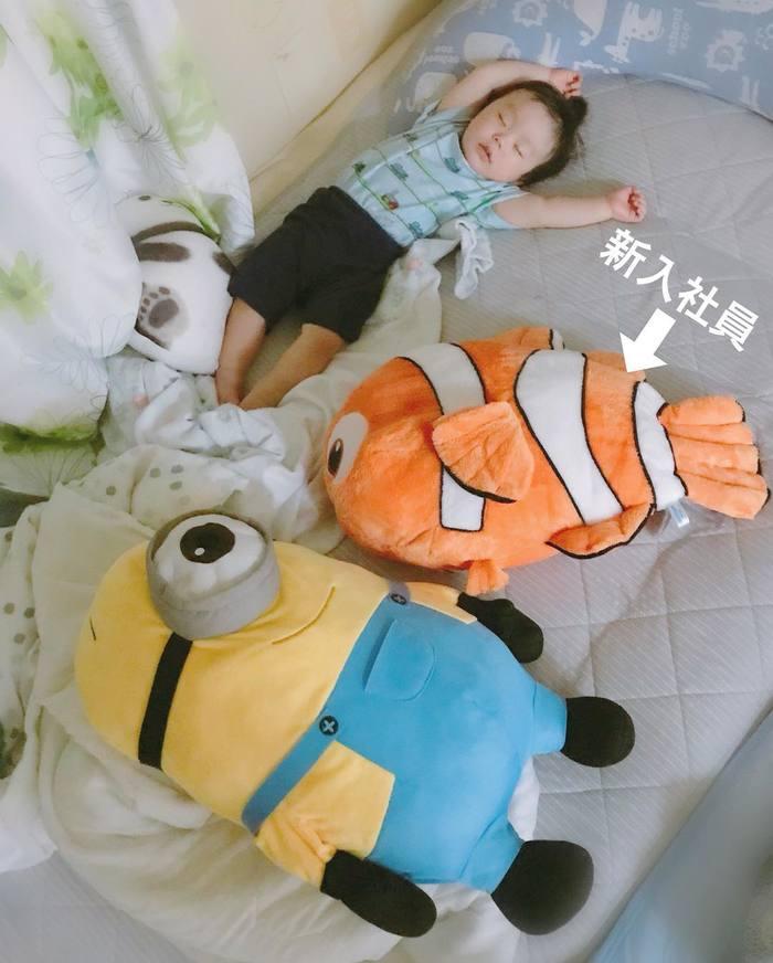 まるで事件現場?!1歳児と家族の「寝相日記」が面白い!の画像14