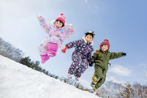 ジャンプスーツの人気ベビーブランドは?暖かくておしゃれなおすすめ商品7選のタイトル画像