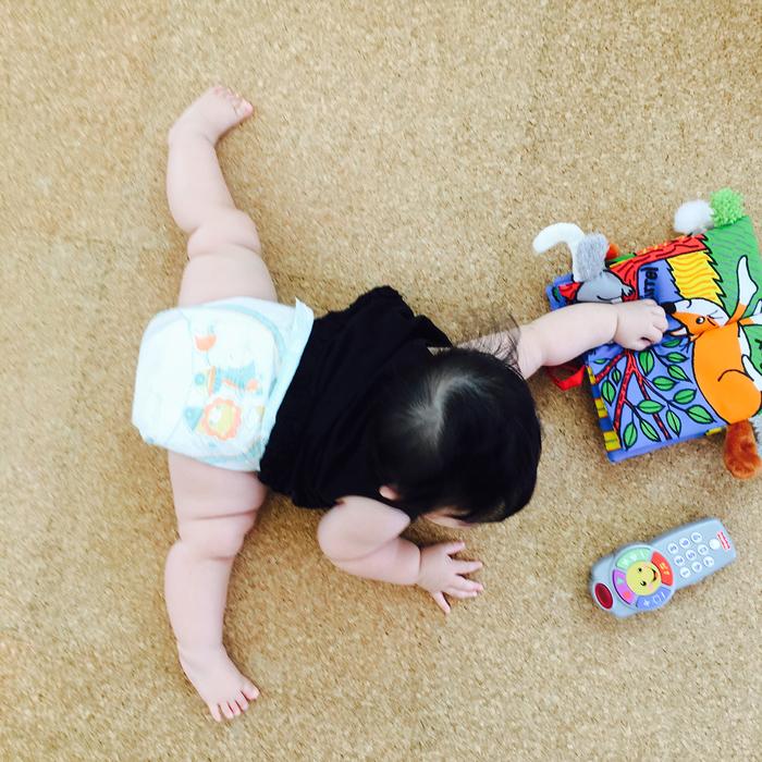 まるで体操選手…!おとなは真似できないびっくり「軟体赤ちゃん」集!!の画像1