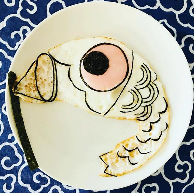 目玉焼きと海苔だけ!卵から生まれるアートな作品がすごすぎる!の画像15