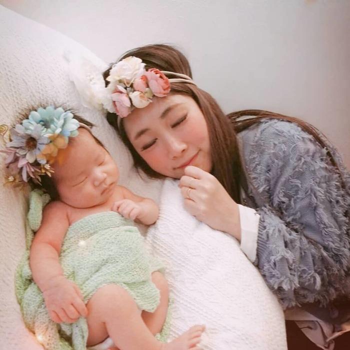 今だけの姿を写真に収めて…♡新生児の可愛い写真アイデア♪の画像11