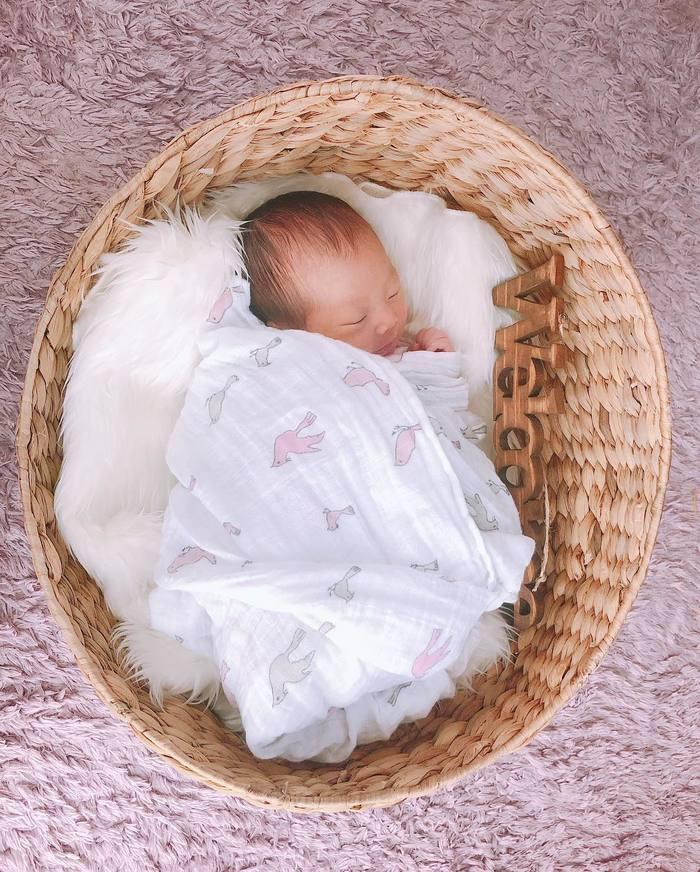 今だけの姿を写真に収めて…♡新生児の可愛い写真アイデア♪の画像23