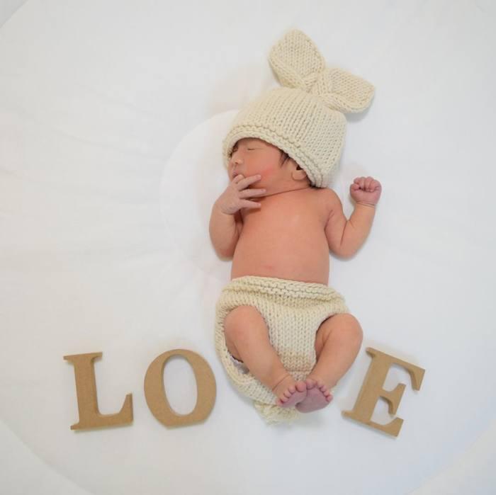 今だけの姿を写真に収めて…♡新生児の可愛い写真アイデア♪の画像15