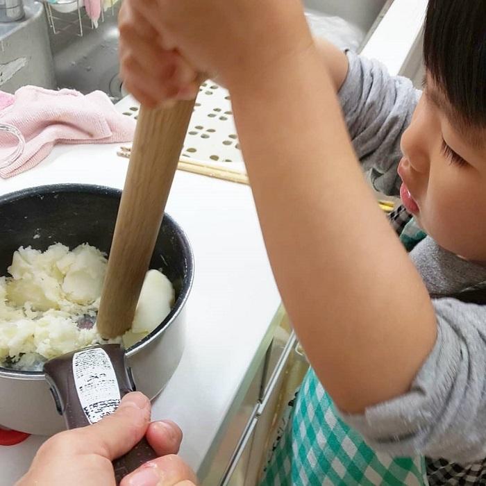 自分で作ったお料理は特別な味、まぜまぜこねこね「#親子クッキング」の画像1