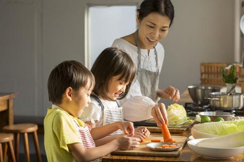 キッチンデビューに!親子で料理を楽しむための便利アイテムのタイトル画像