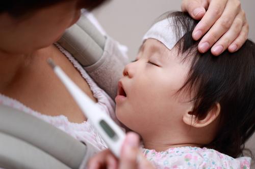 1ヶ月の「リレー看病」。乗りこえて気づいた3人育児の理想と現実のタイトル画像