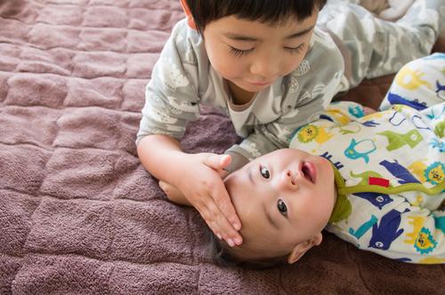 年子育児の洗礼?荒ぶる1歳の「おにいちゃん」を悩み見守った日々のタイトル画像