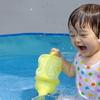 夏はやっぱりおうちプール!!家で楽しく水遊びができるアイテムたちのタイトル画像