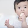 赤ちゃんのおやつはいつからどのくらいあげるのが正解?人気おやつも紹介のタイトル画像