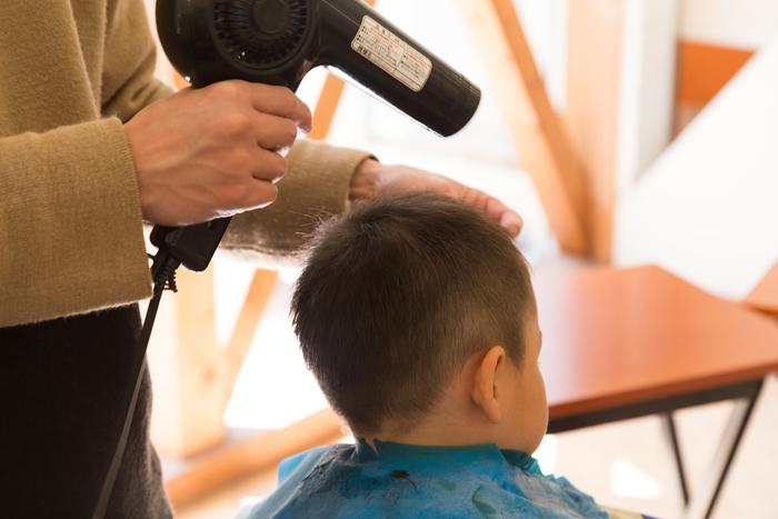 「うわ、髪の毛なくなった!」自宅カットで惨劇。息子の鈍感力に救われた話の画像3