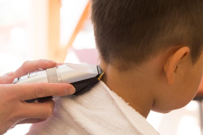 「うわ、髪の毛なくなった!」自宅カットで惨劇。息子の鈍感力に救われた話の画像1