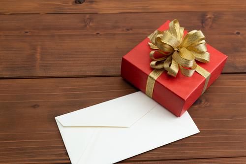子ども達の喜ぶ顔が見たいから!サンタのふりをして一晩中手紙を書いた夜。のタイトル画像