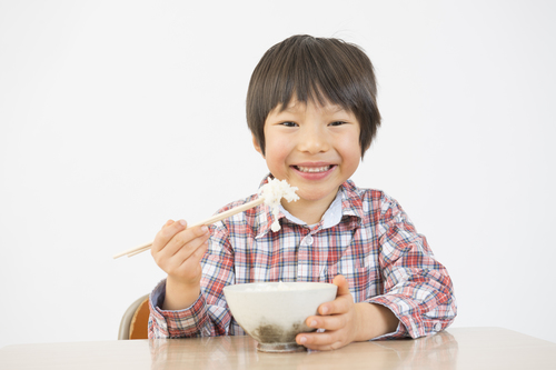 些細なきっかけで大失敗!食事マナーのしつけで大事なコトに気づけたワケのタイトル画像