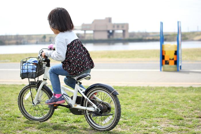 年上の近所の子は、親より教え上手?突然、補助輪なしで自転車にのれたワケの画像1