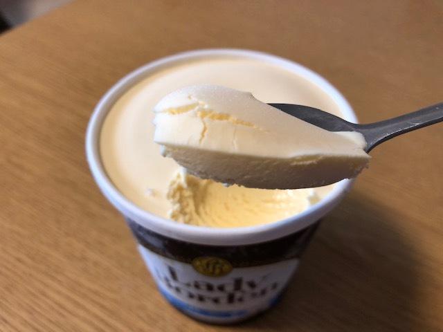 サッパリ派?濃厚派?高級アイスの王道・バニラ味を3品食べ比べの画像11