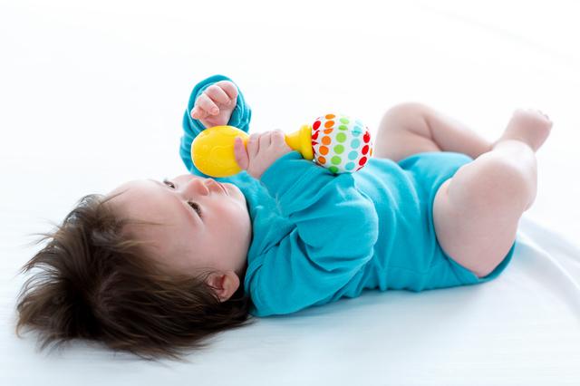 赤ちゃんがガラガラで遊ぶのはいつから?ガラガラの効用や人気商品をご紹介の画像5