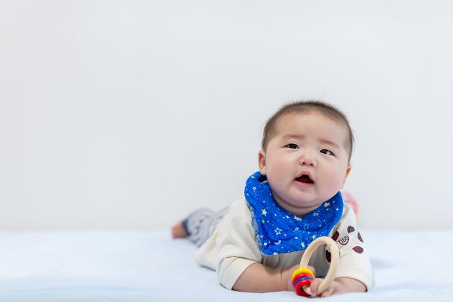 赤ちゃんがガラガラで遊ぶのはいつから?ガラガラの効用や人気商品をご紹介の画像4
