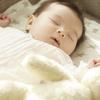 新生児が寝ないのには原因がある?新生児が寝ない時に試したい対処法のタイトル画像