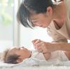 0歳の赤ちゃんと遊ぼう!発達に合ったおすすめの手遊びをご紹介のタイトル画像
