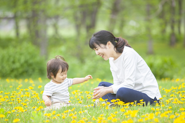 1歳におすすめの遊びは?屋外、室内での楽しい遊び方とそのメリットを紹介の画像6