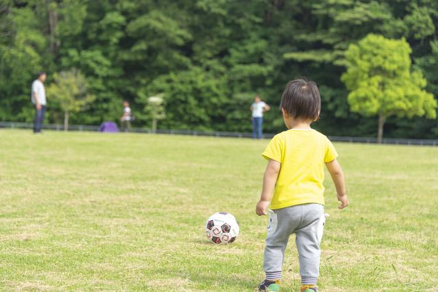 2歳児におすすめの外遊びは?外遊びのメリット、体を使ったゲームも紹介の画像2