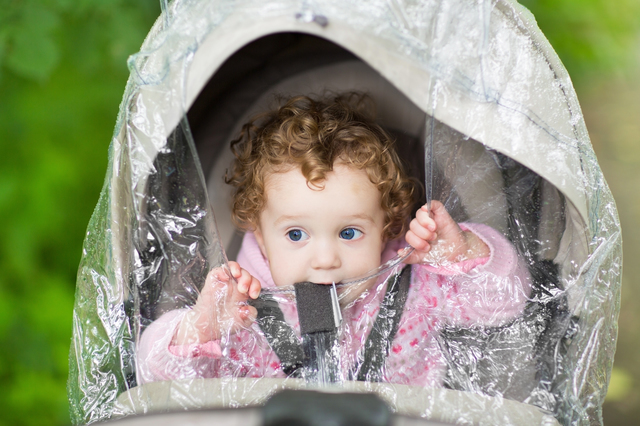 赤ちゃんとのお出かけを快適に!おすすめベビーカー用レインカバー5選の画像1