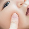 赤ちゃんのあせもをどうにかしたい!あせもの原因や予防法を紹介のタイトル画像