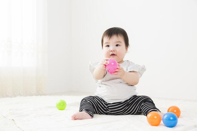 赤ちゃんがお座りするのはいつ?練習方法や注意点を紹介しますの画像1