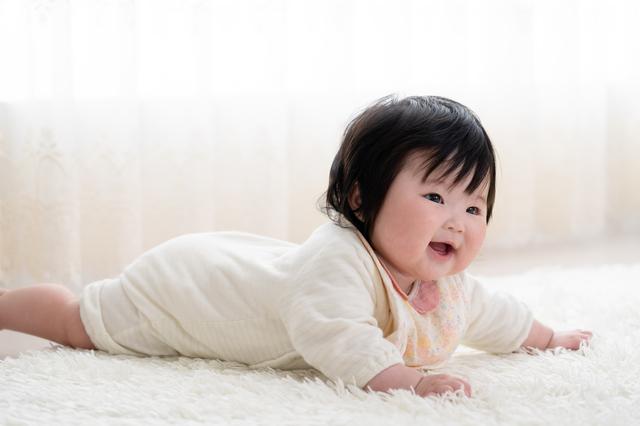 赤ちゃんがハイハイするのはいつから?時期や練習方法、お部屋づくりも紹介の画像1
