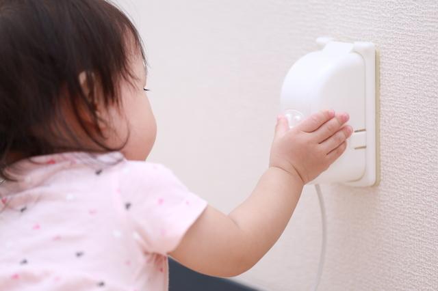 赤ちゃんがつかまり立ちをはじめるのはいつ?転倒など注意したい点も紹介の画像5