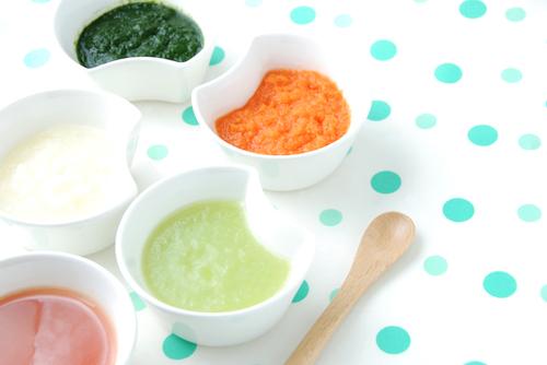 初期の離乳食!おすすめの食材やレシピ、食事の進め方を紹介のタイトル画像