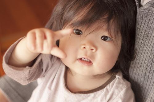 ベビーサインはいつからできる?赤ちゃんとのコミュニケーションを楽しもうのタイトル画像