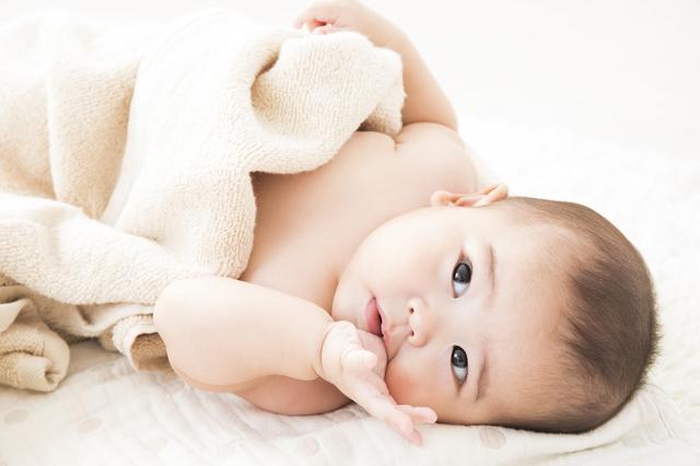 赤ちゃんのよだれかぶれを予防するには?肌のケア方法や衣類の選び方も紹介の画像1